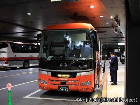 伊予鉄南予バス「道後エクスプレスふくおか号」 5679 西鉄天神高速バスターミナルにて