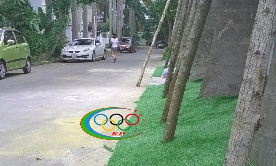 Quán cafe  dùng Thảm sân golf để Trang hoàng