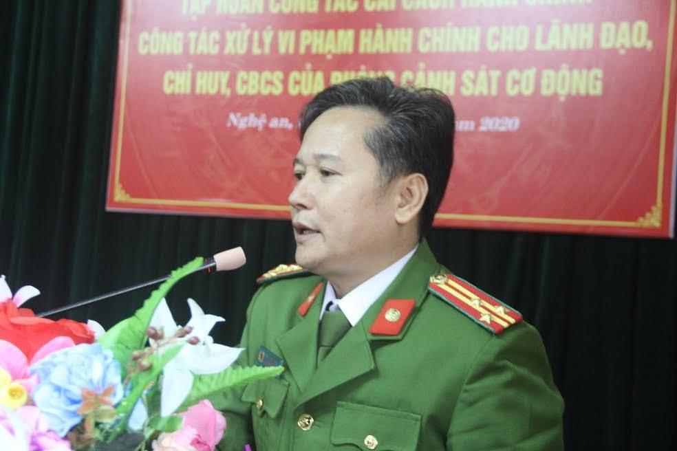 Thượng tá Hồ Nam Long, Trưởng Phòng Cảnh sát Cơ động Công an Nghệ An phát biểu tại hội nghị