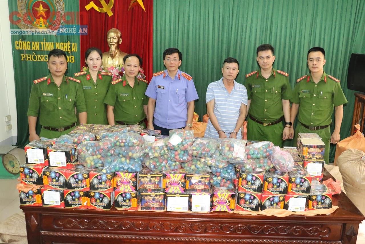 Đối tượng và 600 kg pháo nổ được Công an Nghệ An phát hiện, bắt giữ đầu tháng 7/2020