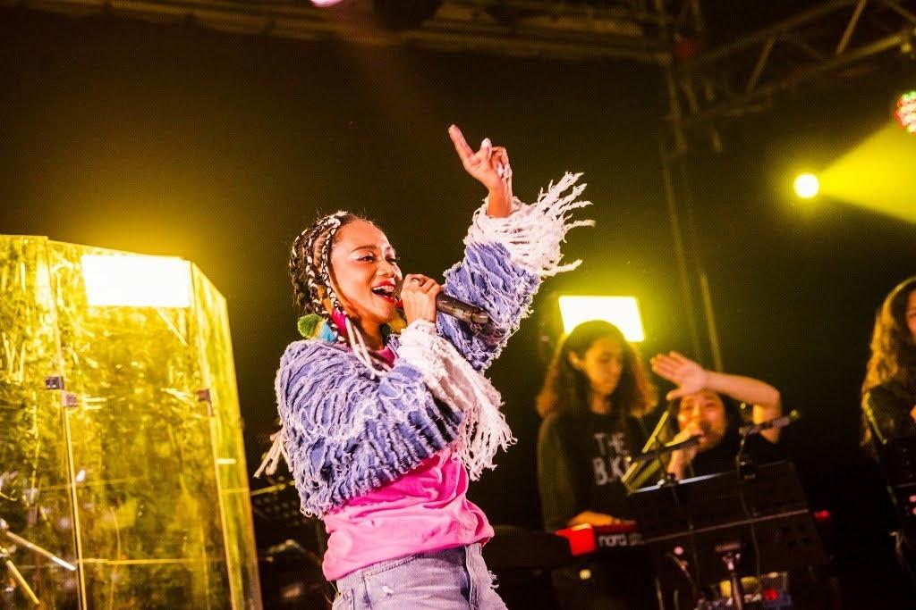 阿爆 登Legacy都市女聲 族語金曲嗨唱搖到爆 見觀眾爆滿高喊:「這是愛吧!」