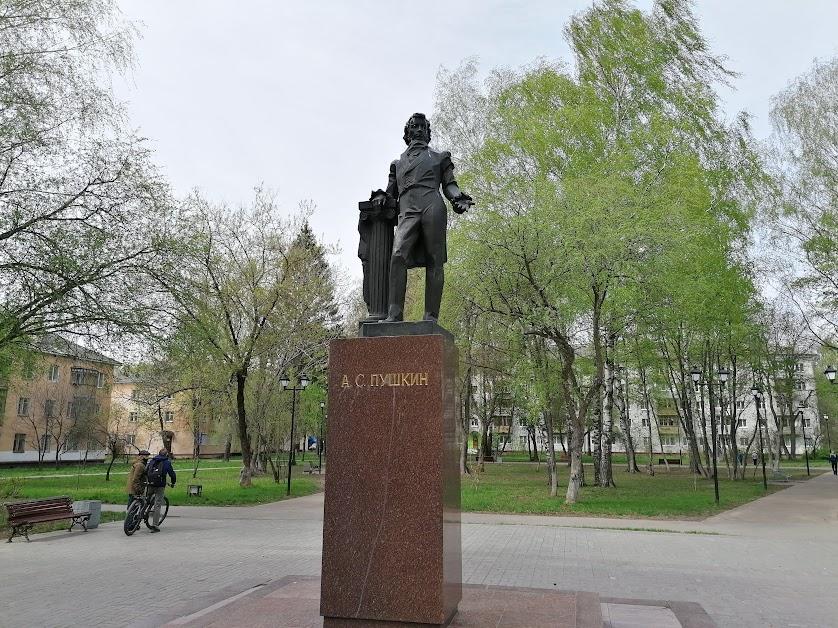 2. Йошкар-Ола. Памятник А.С.Пушкину. 1980, скульптор Б.И.Дюжев.