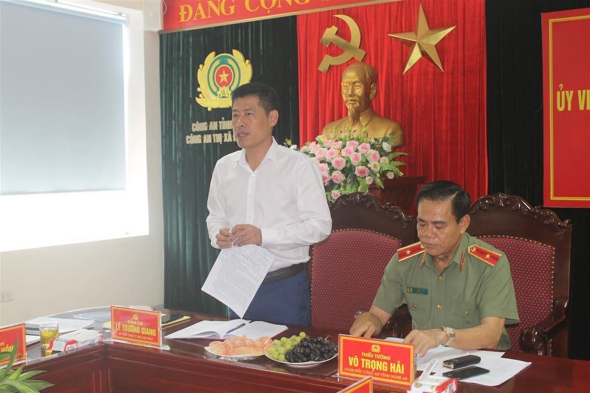Đồng chí Lê Trường Giang, Bí thư Thị ủy; Chủ tịch HĐND thị xã phát biểu tại buổi làm việc