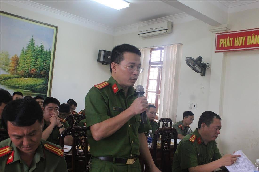 Các đồng chí Phó Trưởng Công an huyện Nghi Lộc báo cáo tình hình, kết quả đạt được về từng lĩnh vực công tác trong thời gian qua