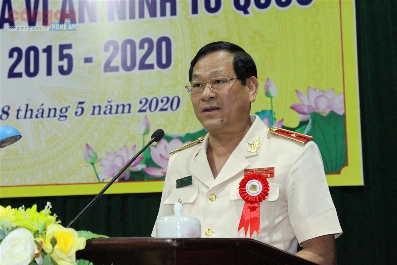 Đồng chí Thiếu tướng Nguyễn Hữu Cầu, Ủy viên BTV Tỉnh ủy, Bí thư Đảng ủy, Giám đốc Công an tỉnh phát biểu khai mạc hội nghị