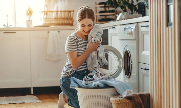 Những lưu ý khi sấy quần áo để tránh phai màu