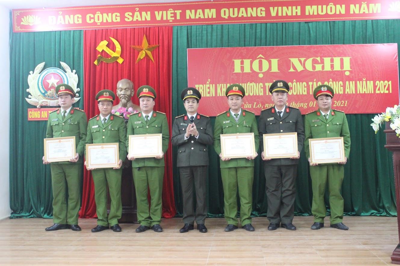 Trao danh hiệu Đơn vị Tiên tiến cho các đội nghiệp vụ và Công an phường