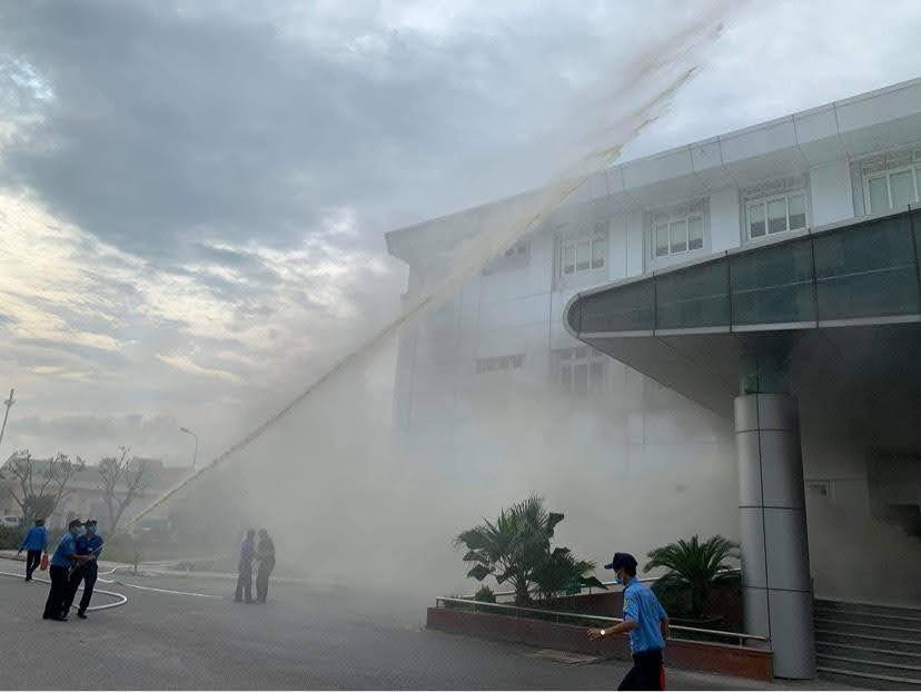 Ngay sau khi xảy ra lực lượng chữa cháy tại chỗ đã kịp thời phun nước tránh lay lan ra các phòng, khoa khác