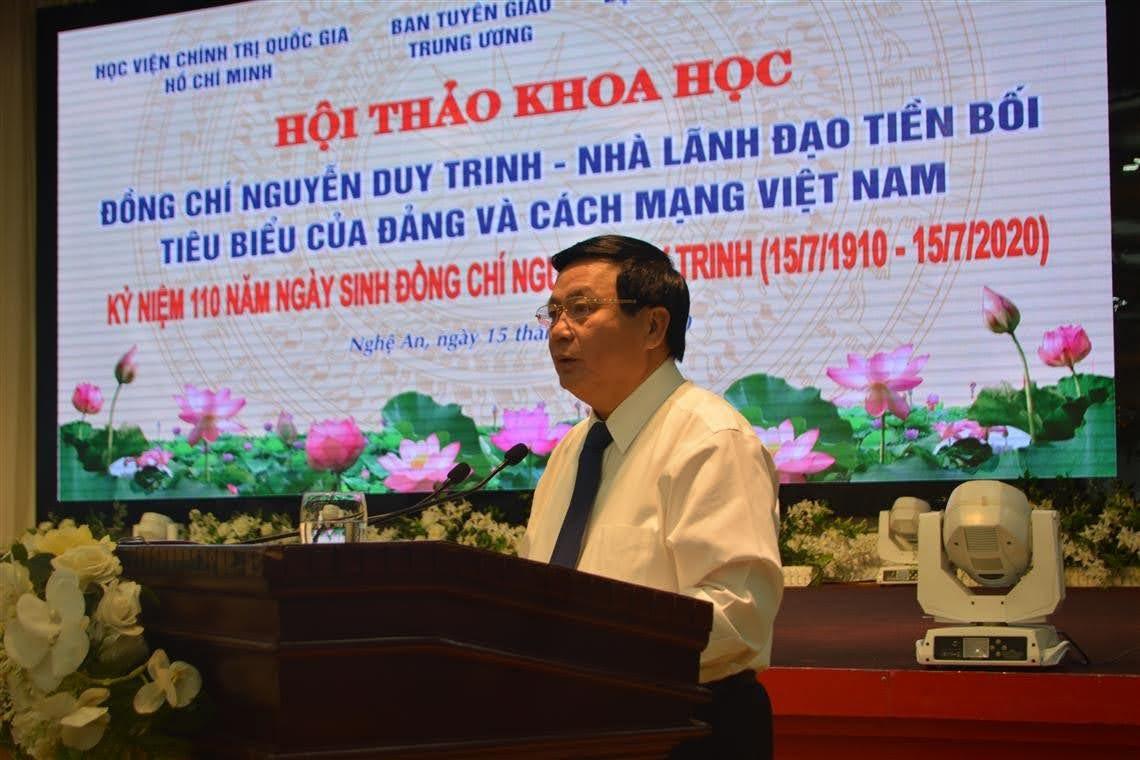 Đồng chí Nguyễn Xuân Thắng - Bí thư Trung ương Đảng, Giám đốc Học viện Chính trị Quốc gia Hồ Chí Minh, Chủ tịch Hội đồng lý luận Trung ương phát biểu tại Hội thảo.