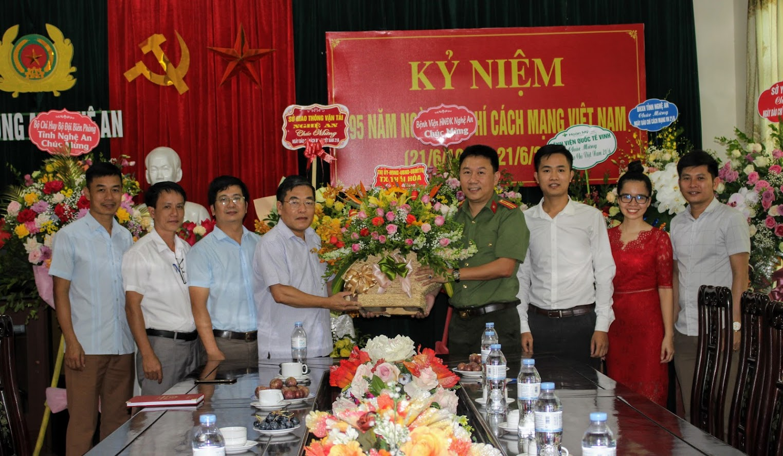 Thị xã Thái Hòa chúc mừng Báo Công an Nghệ An