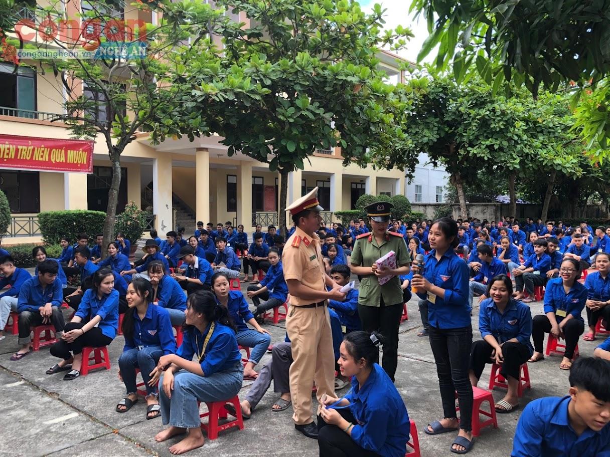 Công an tỉnh Nghệ An tăng cường tuyên truyền PBGDPL cho các em học sinh