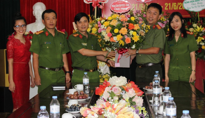 Cảnh sát PCCC & CNCH chúc mừng Báo Công an Nghệ An