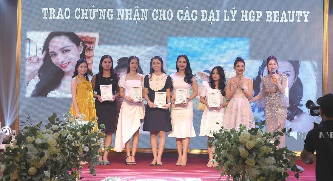Lễ ký kết hợp tác và trao chứng nhận cho các đại lý của HGP Beauty