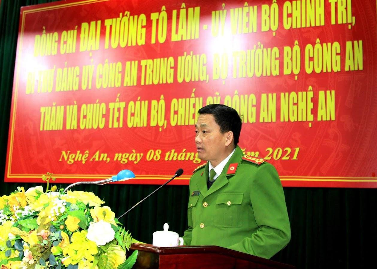 Đại tá Nguyễn Mạnh Hùng, Phó Giám đốc Công an tỉnh báo cáo kết quả thành tích nổi bật trong các mặt công tác năm 2020 của Công an Nghệ An