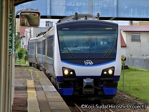 JR東日本 五能線 HB-E300系「リゾートしらかみ青池」 五所川原にて
