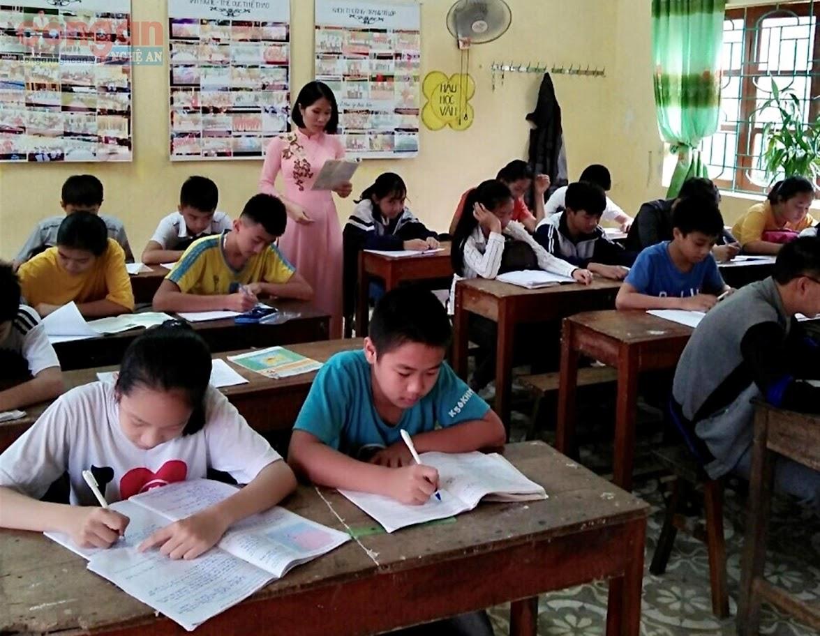 Cô giáo Võ Thị Thiều Hoa trong một tiết giảng dạy