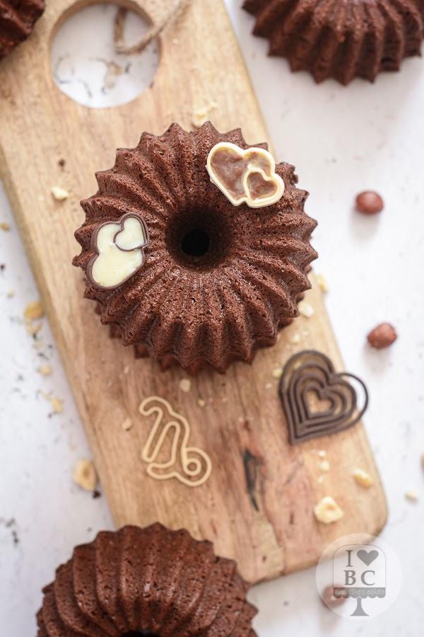 Mini Bundts con crema de cacao y avellanas