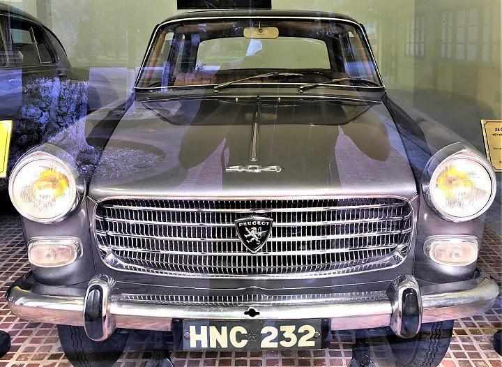 Để đi lại trong thành phố, vào những năm 1967 Bác thường đi chiếc Peugeot 404.