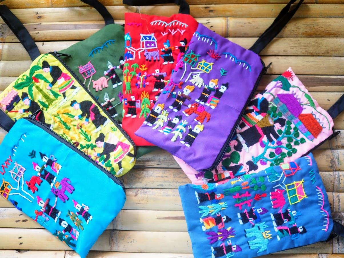 モン族刺繍のオリジナルグッズ@ゴチャパン・プーケット