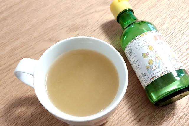 最近起き抜けによく飲む「レモン味噌汁」の作り方