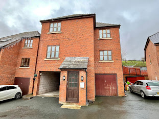 Three-storey house for sale