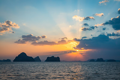 Hong Island Sunset Tour with BBQ Dinner and Night Snorkeling by Longtail Boat from Krabi