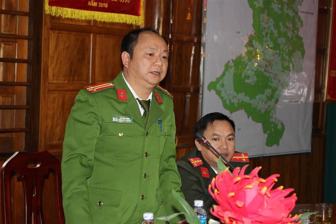 Đồng chí Trung tá Lô Văn Thao – Phó Trưởng Công an huyện Kỳ Sơn phát biểu tại buổi lễ