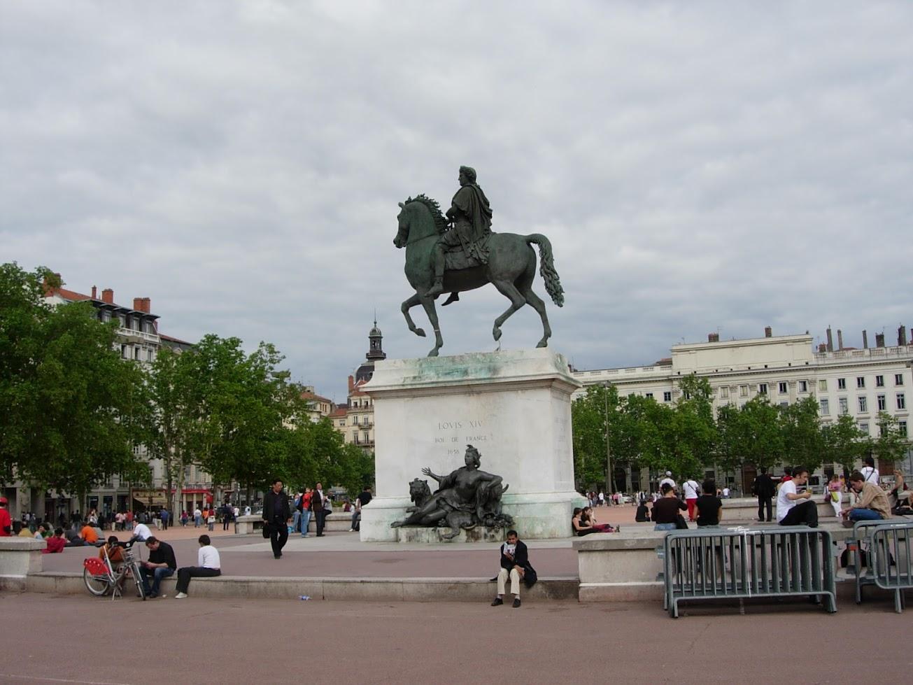 Statue équestre de Louis XIV sur la Place Bellecour à Lyon