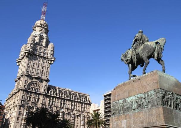 Plaza Independencia - Atrações de Montevidéu