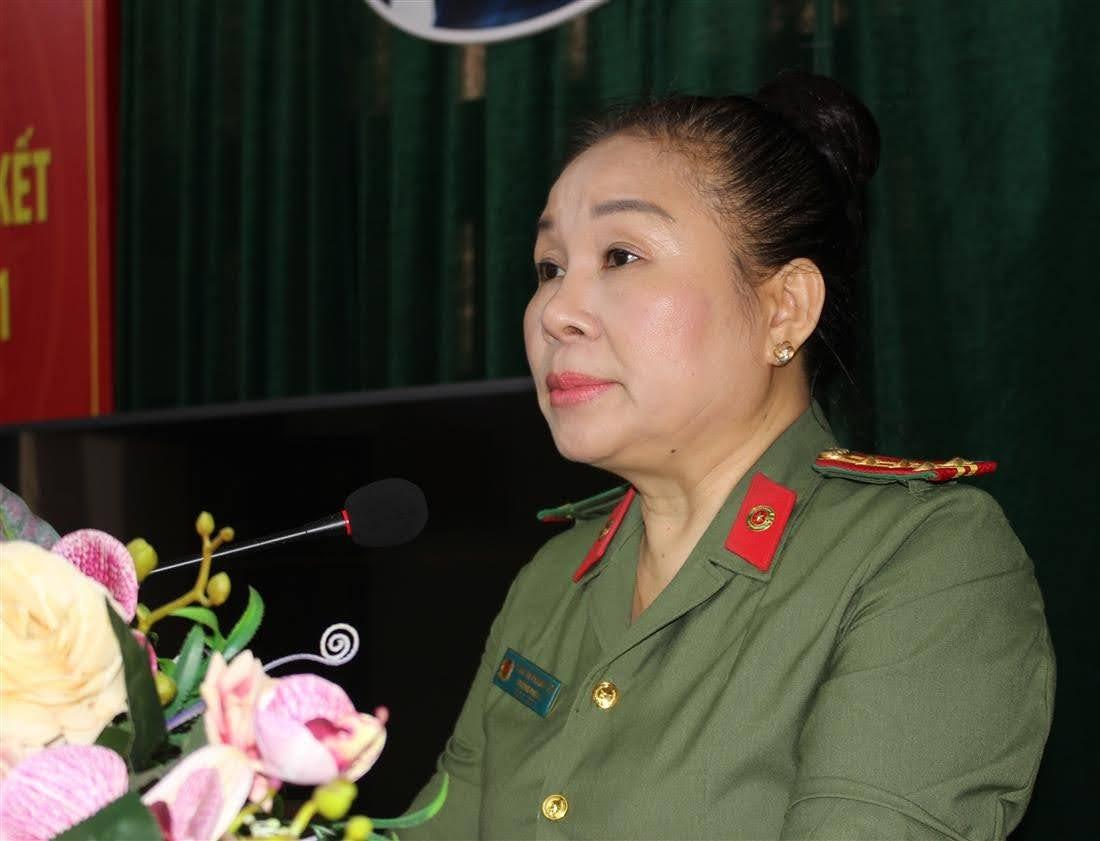 Đồng chí Phan Thị Phương Hoa – Trưởng phòng Hồ sơ phát biểu tại hội nghị.