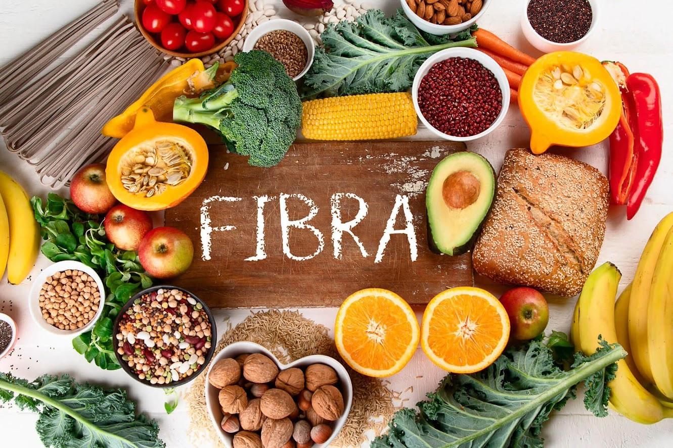 alimentos ricos en fibra vegetales, frutos secos, frutos, frutas, cereales integrales,...