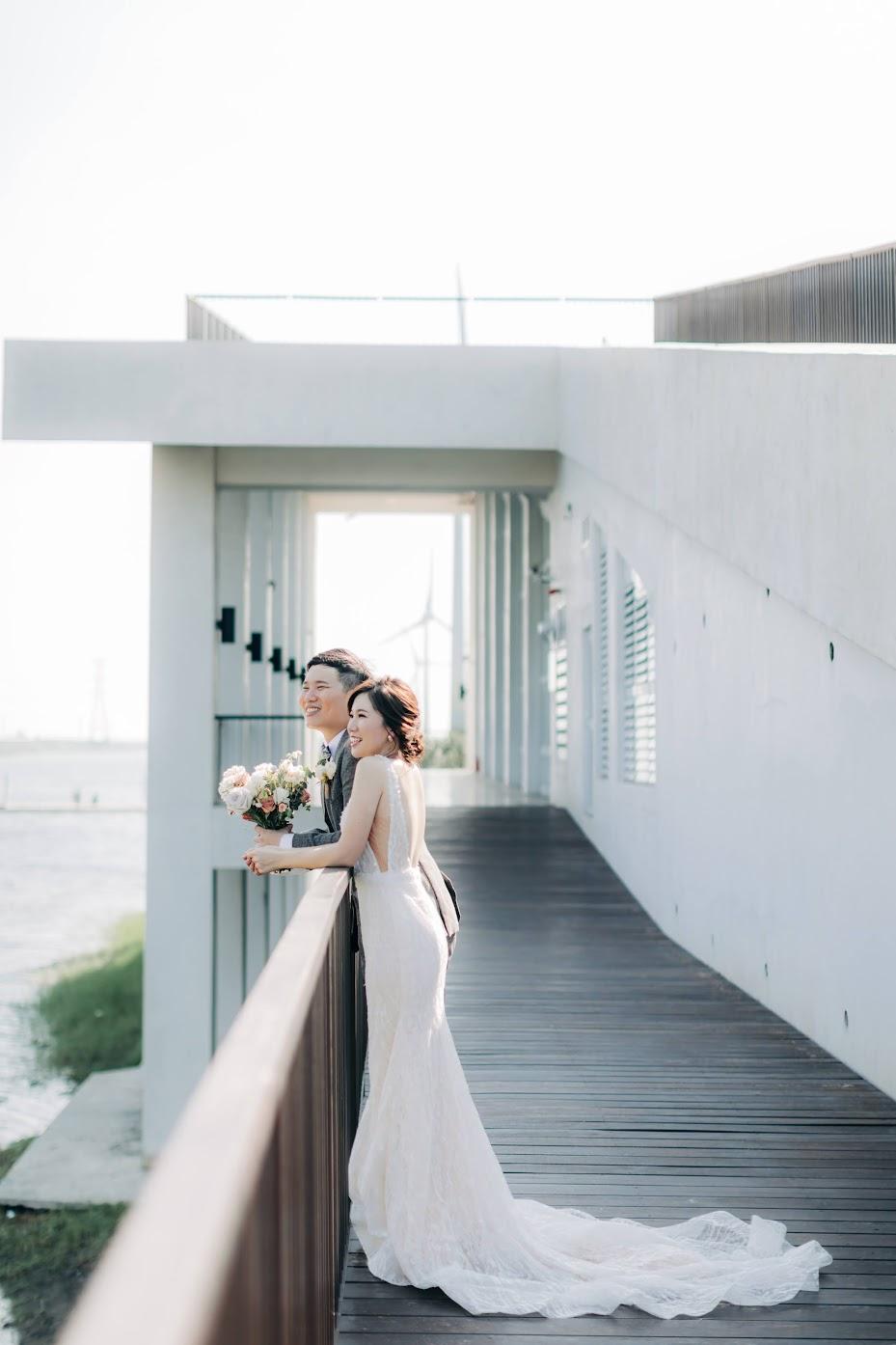 生活感婚紗 | Pei + Bowei Engagement | 生活感的美式逐光婚紗 生活感婚紗 / 日常 生活 寫真 / 美式婚紗婚禮 / 生活照 , 今年秋天,我們在搖籃婚紗 ,為Pei&Bowei拍攝了這組 生活感 便服 婚紗 ,他們一起在廚房製作點心,拍攝相當順利。這是一次非常深刻的 日常 便服婚紗 寫真 拍攝經驗,而下午我們再前往彰濱海邊,為他們拍攝AG專屬的 逐光 美式 婚紗。