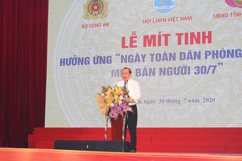 Đồng chí Trương Hòa Bình, Ủy viên Bộ Chính trị, Phó Thủ tướng thường trực phát biểu chỉ đạo tại lễ mít tinh
