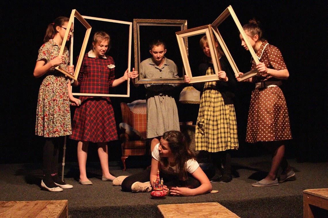 Foto z představení Co takhle čaj, bábi?, Studio Šrámkova domu v Sobotce, foto Jan Slavíček