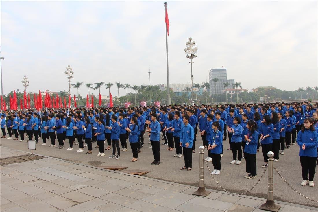 Các lực lượng đoàn viên, thanh niên Nghệ An tham gia buổi phát động