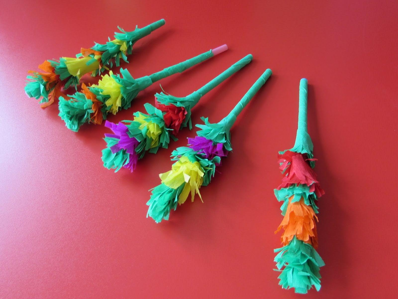 Małe palmy wykonane z bibuły