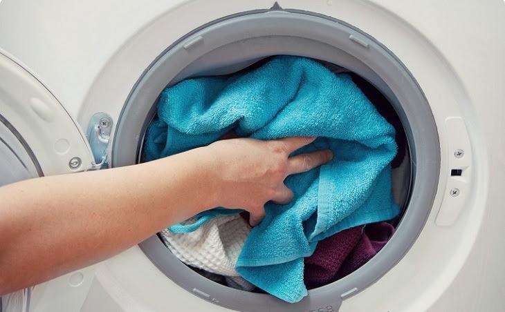 máy giặt bị dừng đột ngột khi giặt quá nhiều quần áo