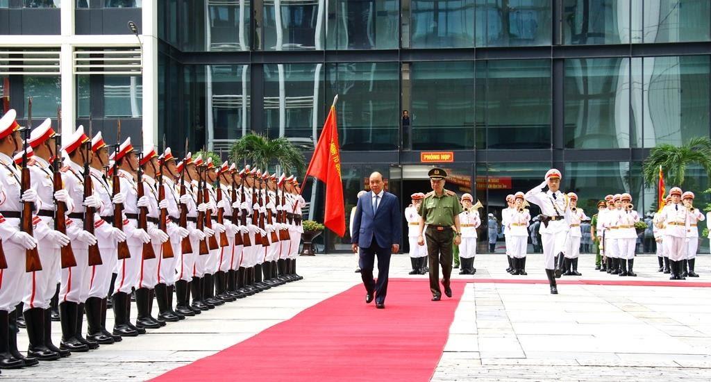 Thủ tướng Nguyễn Xuân Phúc duyệt đội danh dự CAND