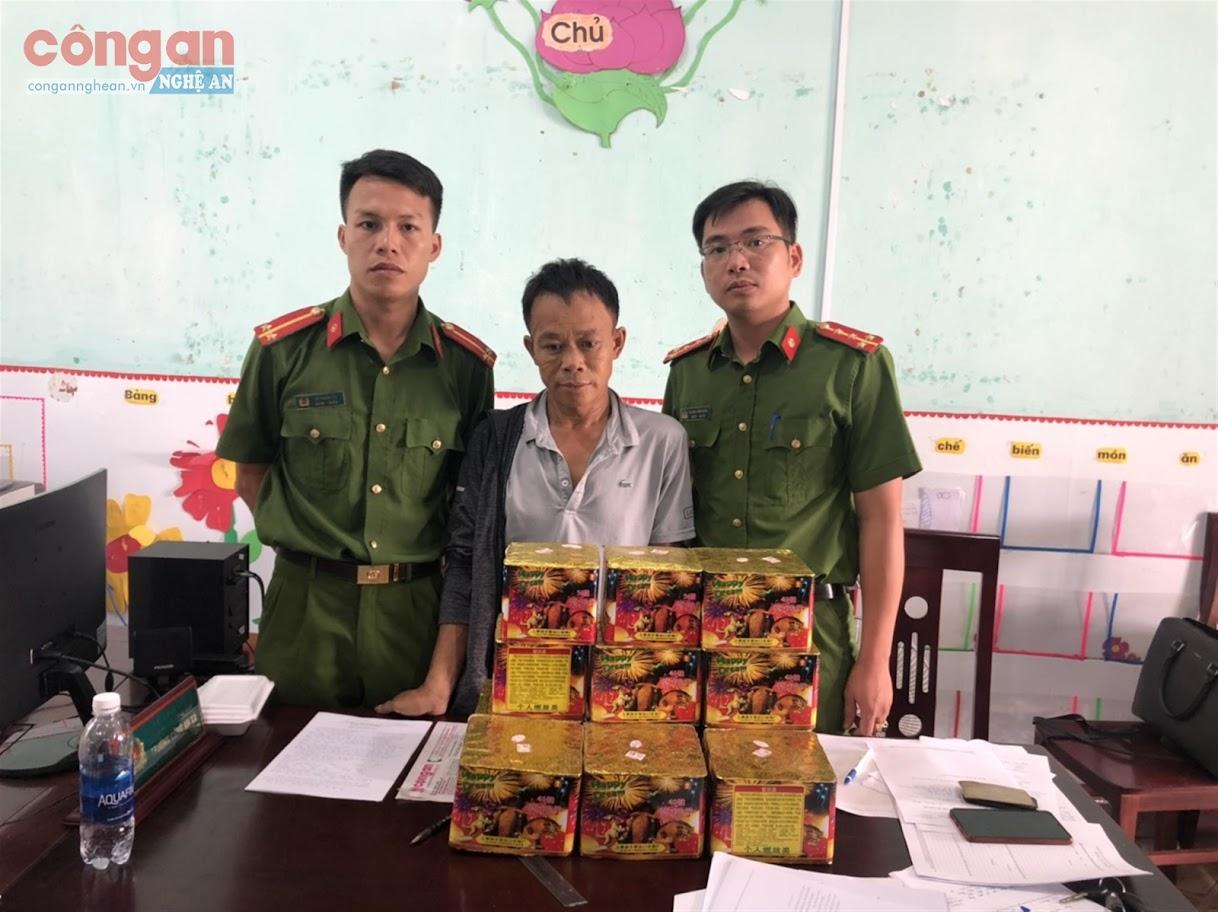 Lực lượng Công an bắt giữ đối tượng Nguyễn Trung Hiếu (X)  cùng tang vật