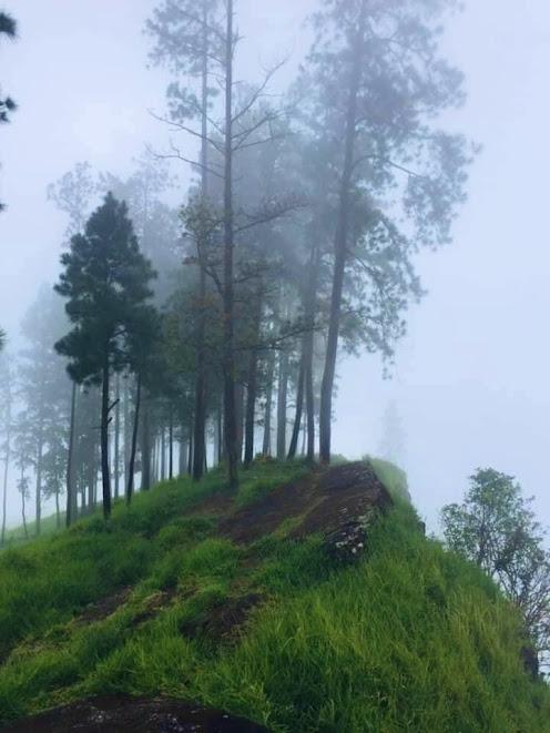 Kabaragala Rock - Dolosbage mountain range