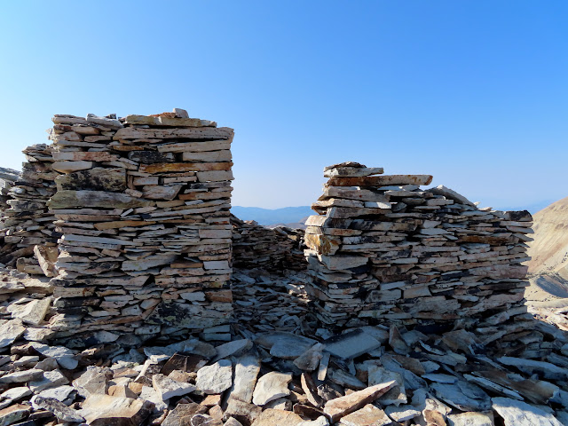 Summit shelter walls