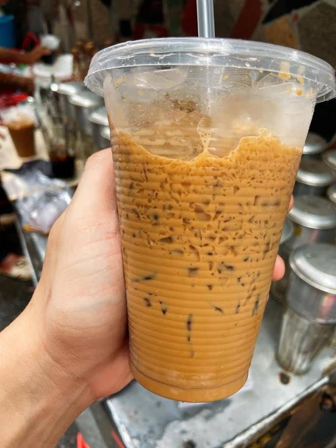 Cà phê vỉa hè Bà Hạt quận 10