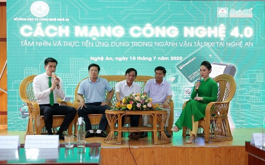 Đại diện các sở, ngành Nghệ An cùng đại diện Tập đoàn Mai Linh giao lưu, chia sẻ về công nghệ và tầm nhìn cách mạng công nghệ 4.0.