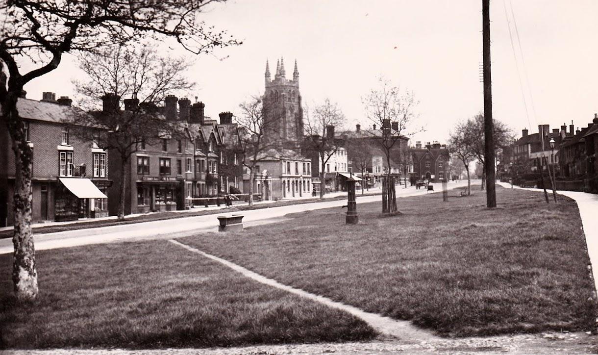 Water trough on the Greens in Tenterden High Street photo taken before the Tenterden War Memorial was built