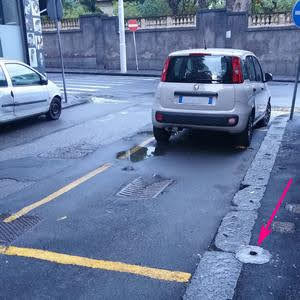 Palo segnale posto disabili tagliato alla base - Catania