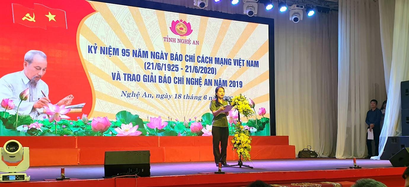 Nhà báo Ngô Thị Hậu, báo Công an Nghệ An phát biểu tại Lễ kỷ niệm.
