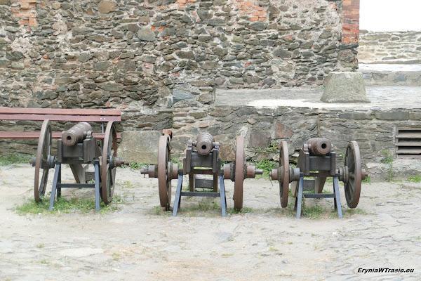 patrz: Kamieniołom itrzy zamki