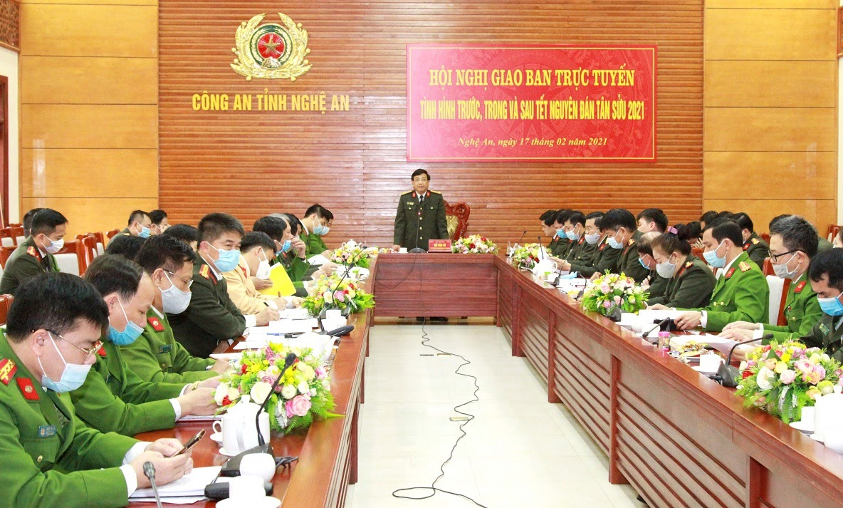 Đồng chí Đại tá Hồ Văn Tứ, Phó giám đốc Công an tỉnh chủ trì Hội nghị