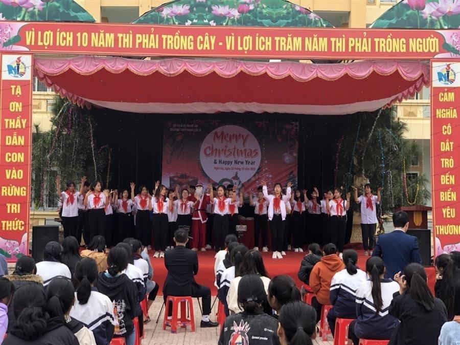 Tiết mục văn nghệ tại trường THPT Nghi Lộc 5