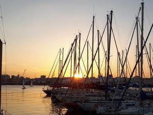 Porto di Catana dal Molo di levante al tramonto